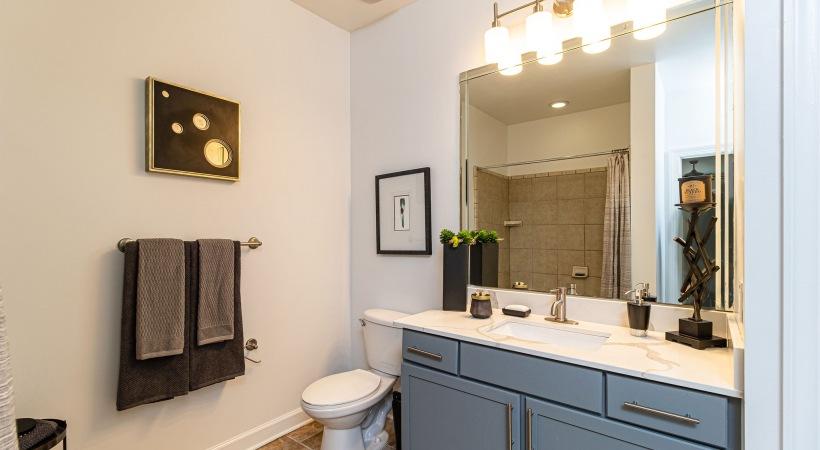 Bathroom | Oleander West