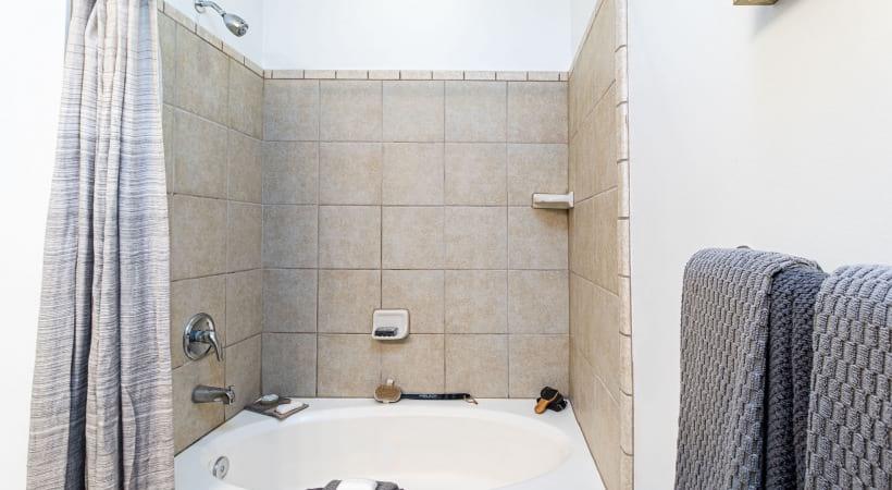 Bath Tub | Oleander West