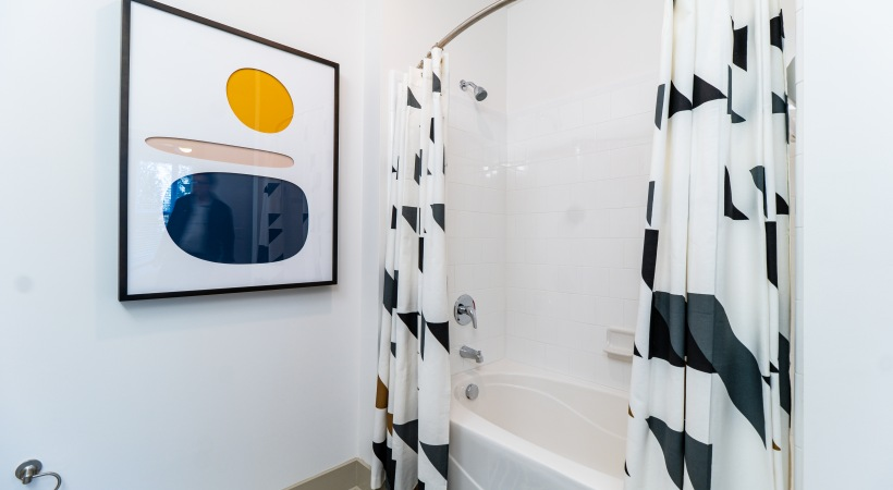 Cortland apartments with deep soaking bathtub