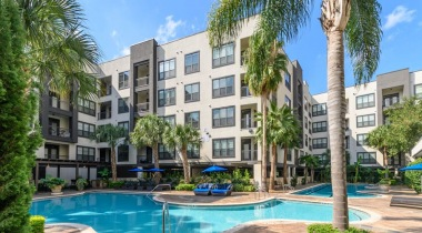 Midtown Houston apartments with swimming pool