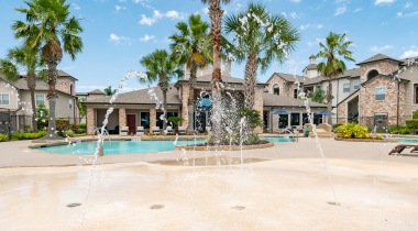 Our Copperfield apartment pool with splash pad