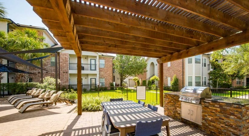 Apartments near Medical Center Houston with outdoor gas grills