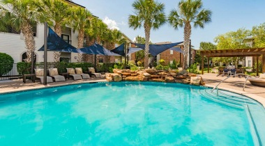 Houston Medical Center apartments with swimming pool