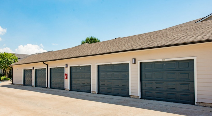 Houston Medical Center apartments with attached garages