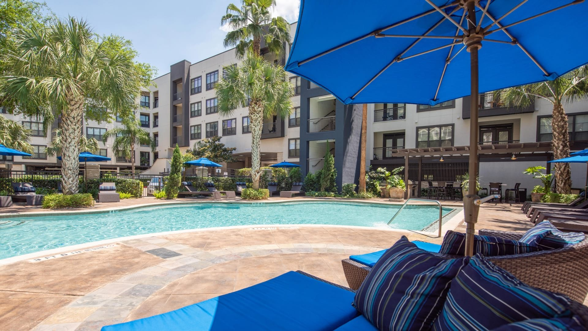 Midtown Houston apartment complex with pool