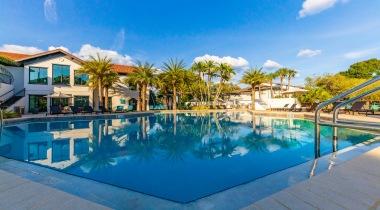 Resort-style pool at Cortland Bayport in Tampa Bay