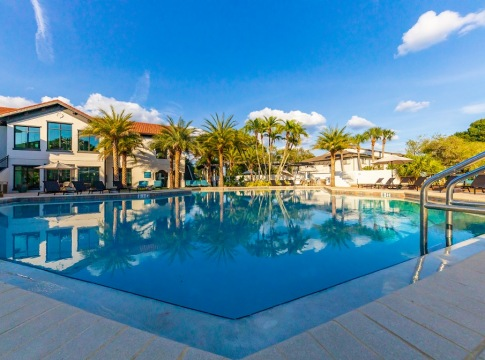 Cortland Bayport Resort-Style Pool