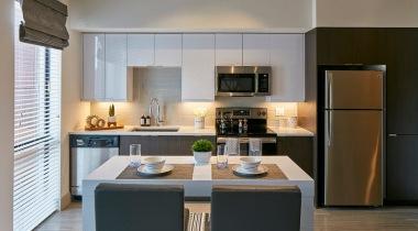 Kitchen with Island | Cortland Deerfield Station