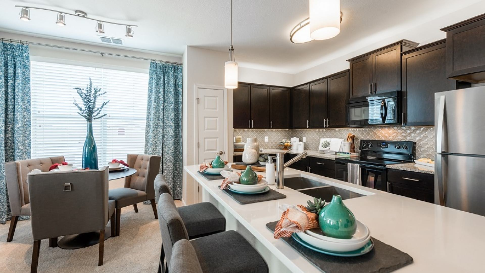 Luxury kitchen island at apartments for rent in Orlando