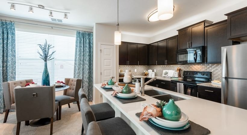 Kitchen and dining room at apartments for rent in Orlando