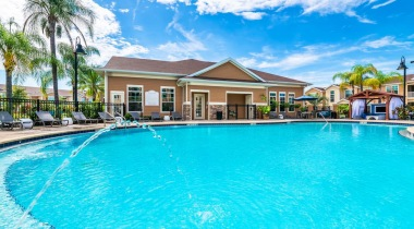 Resort style pool at apartments in Orlando