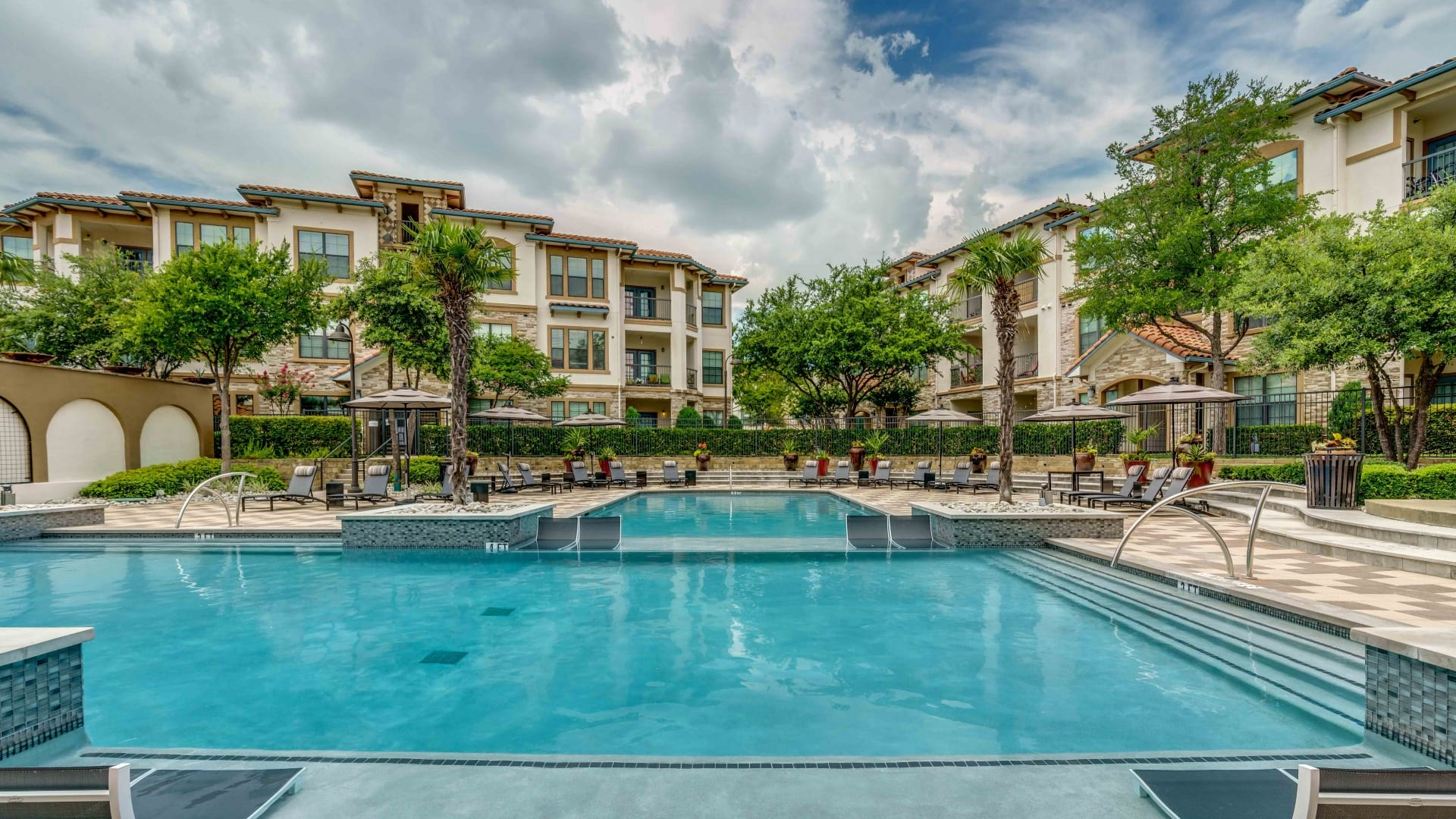 Irving apartments with swimming pool