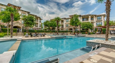 Resort style pool at Las Colinas, Irving apartments