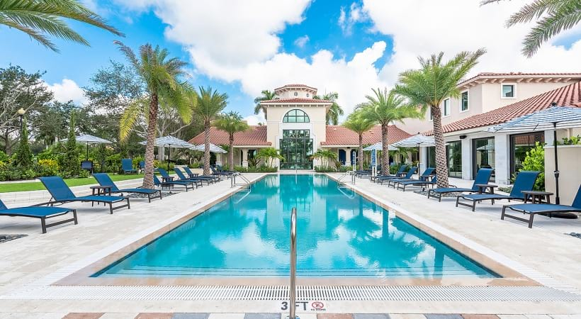 West Palm Beach apartments with resort style pool