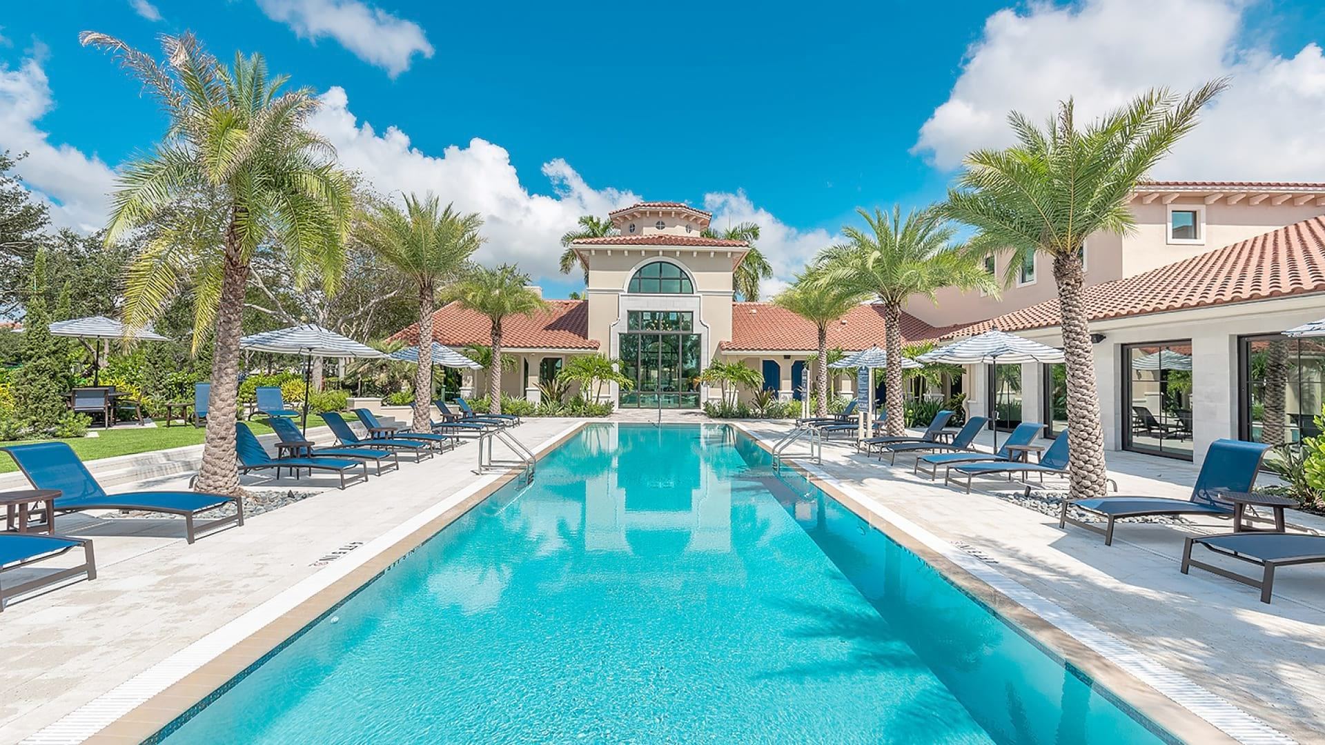 Resort style pool at apartment complexes in West Palm Beach