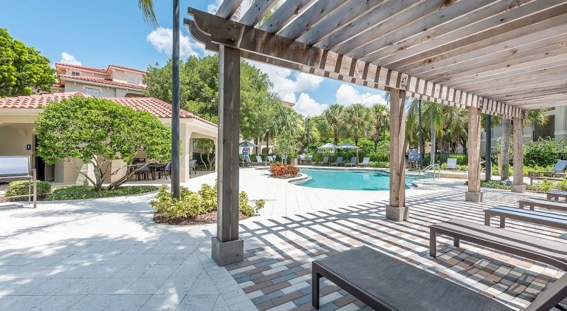 West Palm Beach luxury apartments with pools