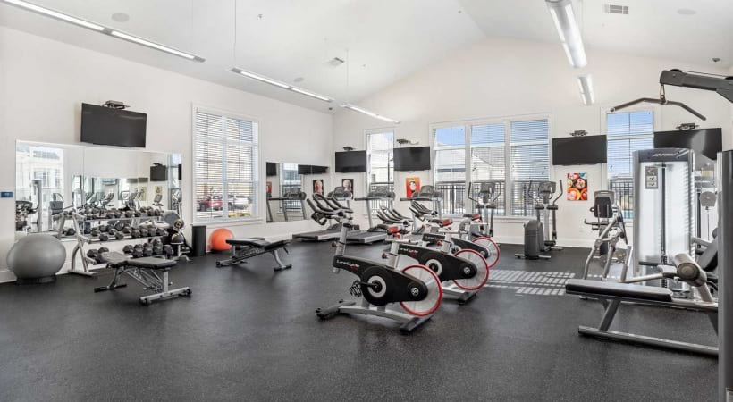 24/7 Fitness Center at Apartments in Oletangy School District