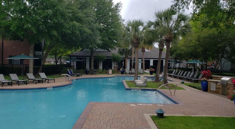 Apartment Pool at The Boulevard at Deer Park