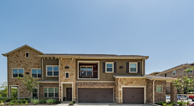 Apartments in Frisco, TX with attached garage
