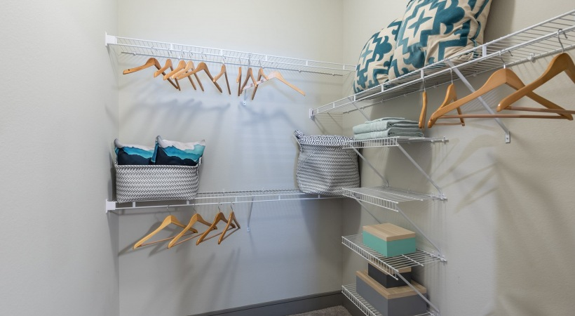 Frisco apartments with walk in closets