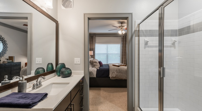 Cinco Ranch apartments with walk-in shower
