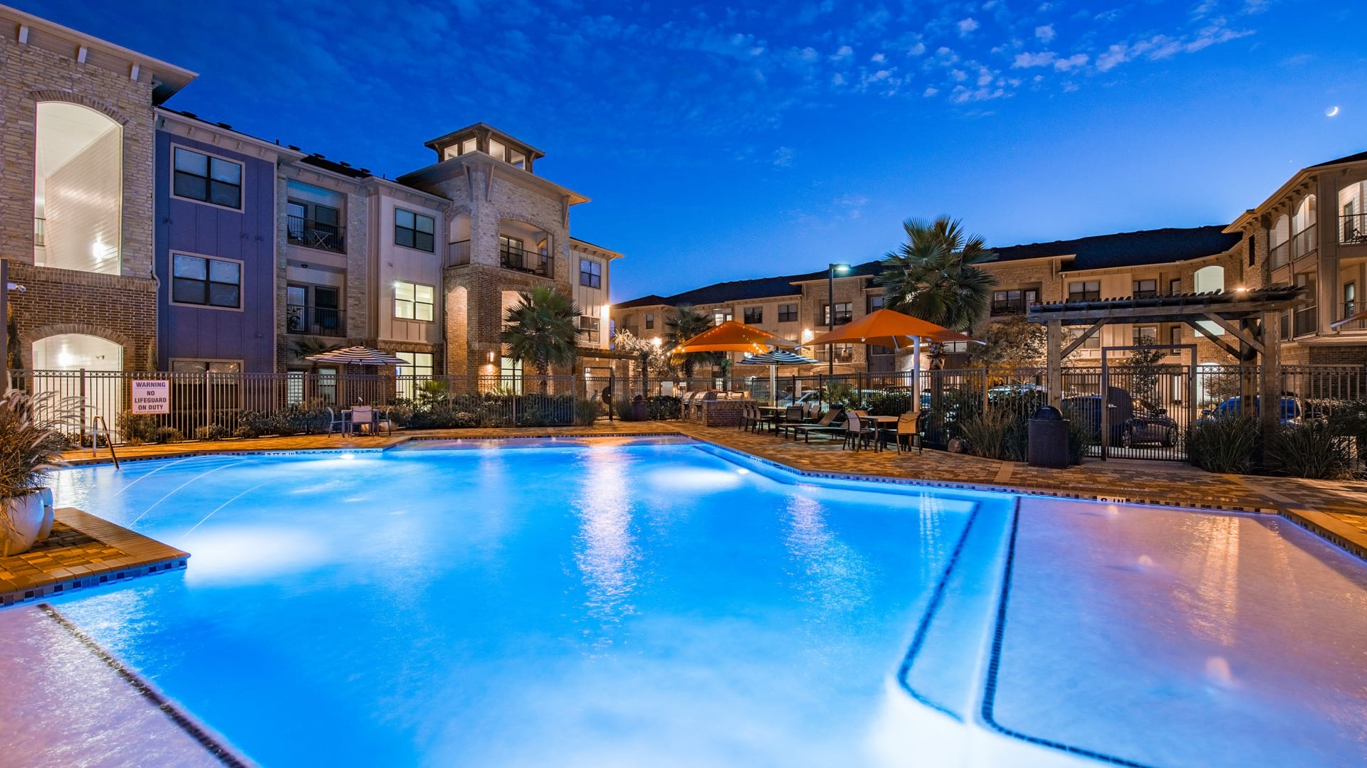 Cinco Ranch apartments with swimming pool