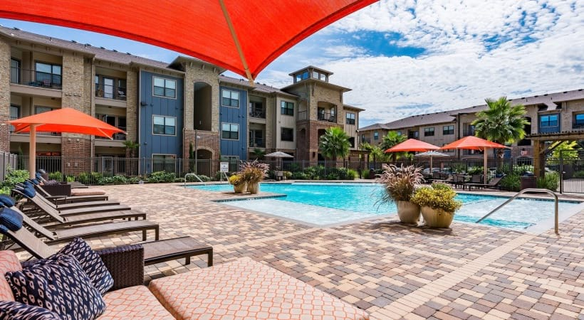 Cinco Ranch apartment complex with pool