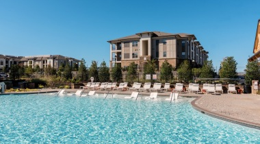 Huntersville apartment complex with pool