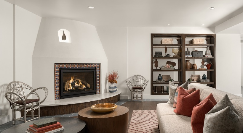 Resident lounge with fire place at Biltmore Park apartments