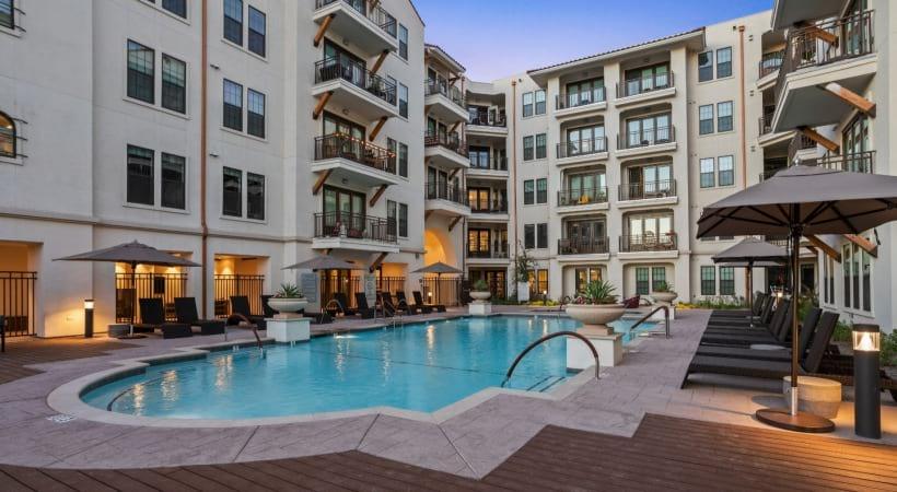 Resort style pool at luxury apartments in Scottsdale, AZ
