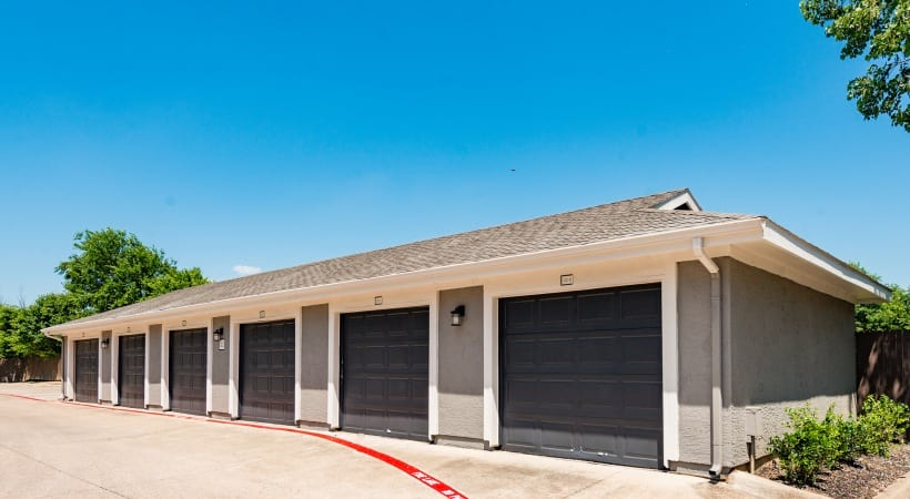 Apartments near Fort Worth, TX with private garages