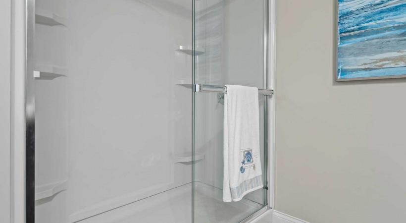 Walk-in Shower at Northlake Summit Apartments