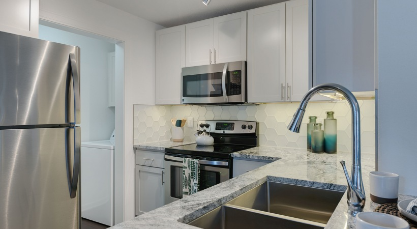 Kitchen with granite countertops at Town Center apartments