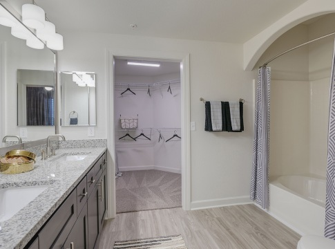 Two Bedroom Apartments for Rent Near Willowbrook