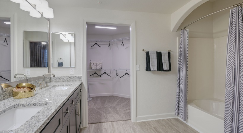Willowbrook apartments with walk in closets