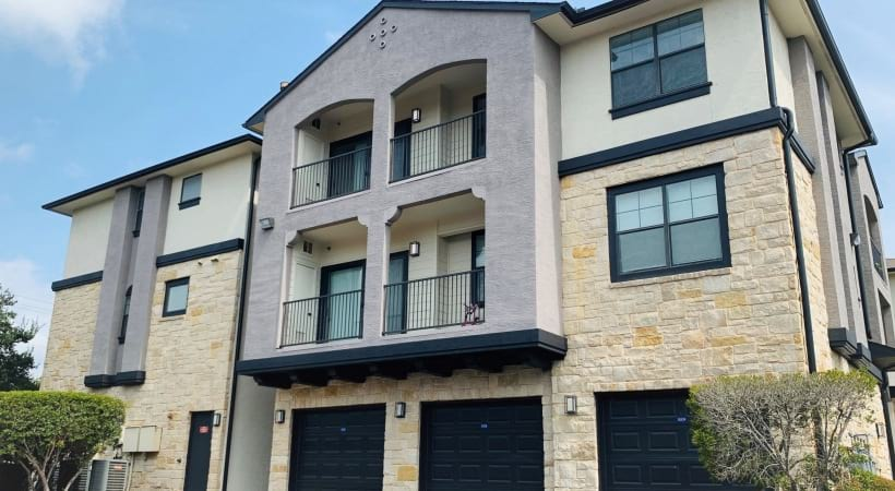 South Austin apartments with private garages